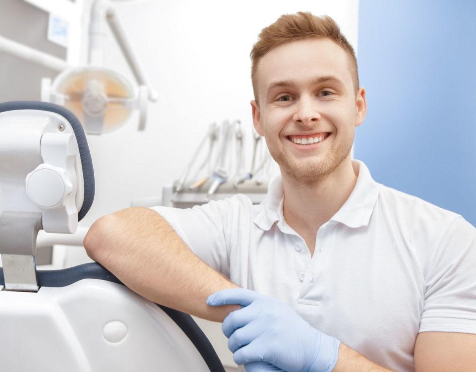 korony protetyczne zakładane są w gabinecie dentystycznym